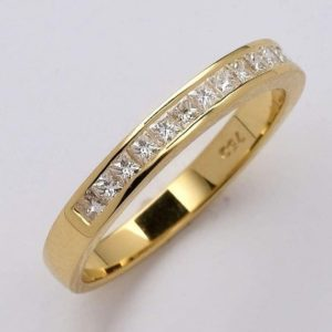Yellow Gold wedding ring Channel set with Princess-cut Diamonds
