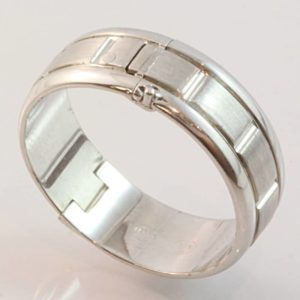 9 carat white gold textured gents hinged ring