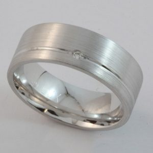 Heavy white gold gents wedder with single diamond and brush finish
