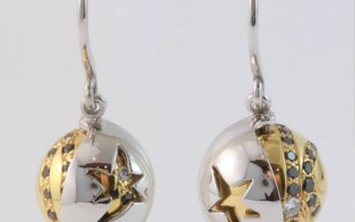 118408 : Black & White Diamond Hook Earrings