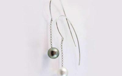 119659 : Black & White Pearl Hook Earrings
