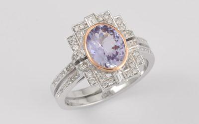 119933 : Tanzanite & Diamond Ring