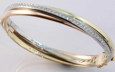 b119118 : Diamond Hinged Bangle