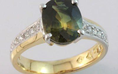 c124 : Parti Sapphire & Diamond Ring