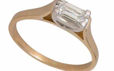 10430 : Emerald Cut Diamond Engagement Ring