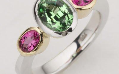 115802 : Tsavorite & Pink Spinel Ring