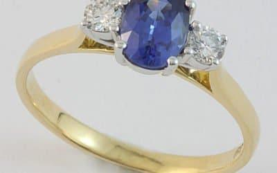 118463 : Sapphire & Diamond Ring