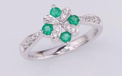 119288 : Emerald & Diamond Ring