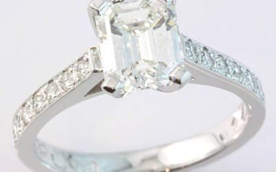 119307 : Emerald-cut Diamond Engagement Ring