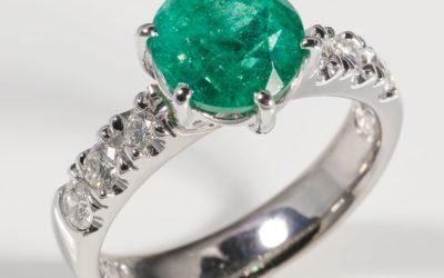 119316 : Emerald & Diamond Ring