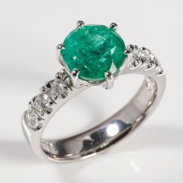 18 carat white gold emerald and diamond ring