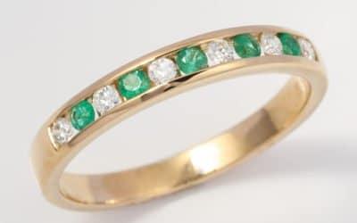 119448 : Emerald & Diamond Ring