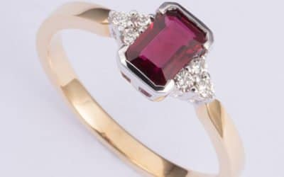 119490 : Ruby & Diamond Ring
