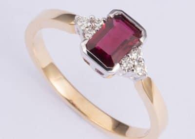 119490 - Ruby & Diamond Ring