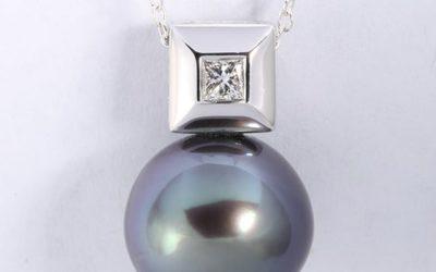 119607 : Tahitian Pearl & Diamond Pendant