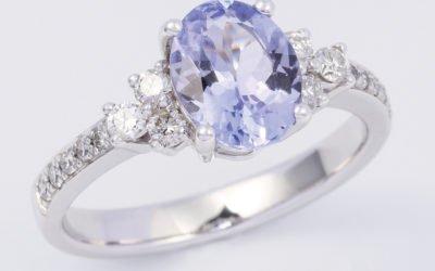119643 : Tanzanite & Diamond Ring