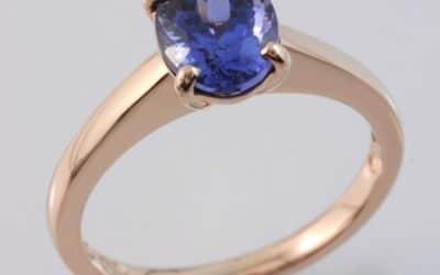 119646 : Rose Gold Tanzanite Ring