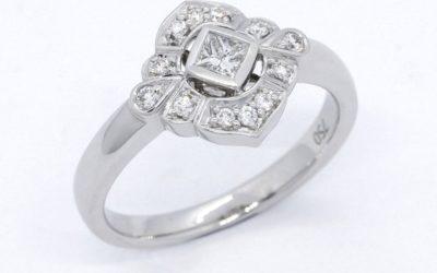 119758 : Princess-cut & Brilliant-cut Diamond Engagement Ring