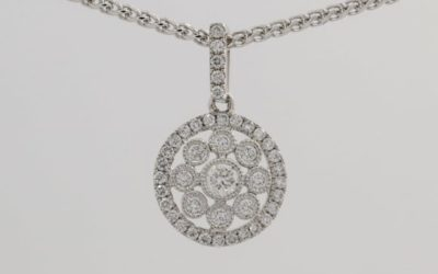 120050 : Diamond Floral-patterned Pendant