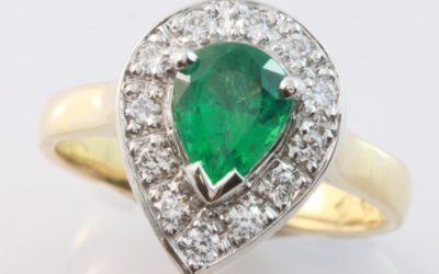 c119976 : Emerald & Diamond Ring
