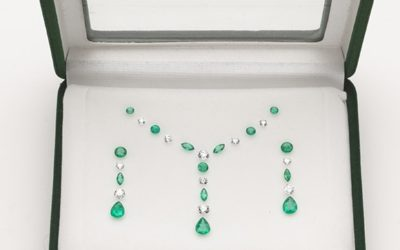 o112 : Box of Natural Emeralds and Diamonds