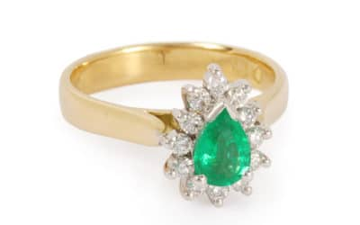 c120289 : Emerald & Diamond Ring
