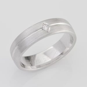 9 carat white gold gents diamond ring