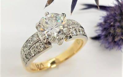 en150 : 18 Carat Yellow Gold & Platinum Diamond Ring