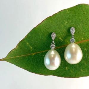 white gold pearl earrings, pearl earrings, diamond earrings, pearl and diamond earrings, drop earrings, pearl drop earrings, fresh water pearls. white pearls, pearl drops, pearl jewellery, June birthstone