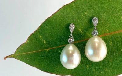 120183 : White Gold Fresh Water Pearl & Diamond Earrings